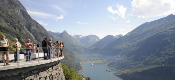 Geirangerfjorden med Trollstigen med Hurtigruten - Ruby Rejser