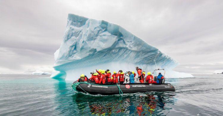 Explorerhold der er ude at opleve naturen